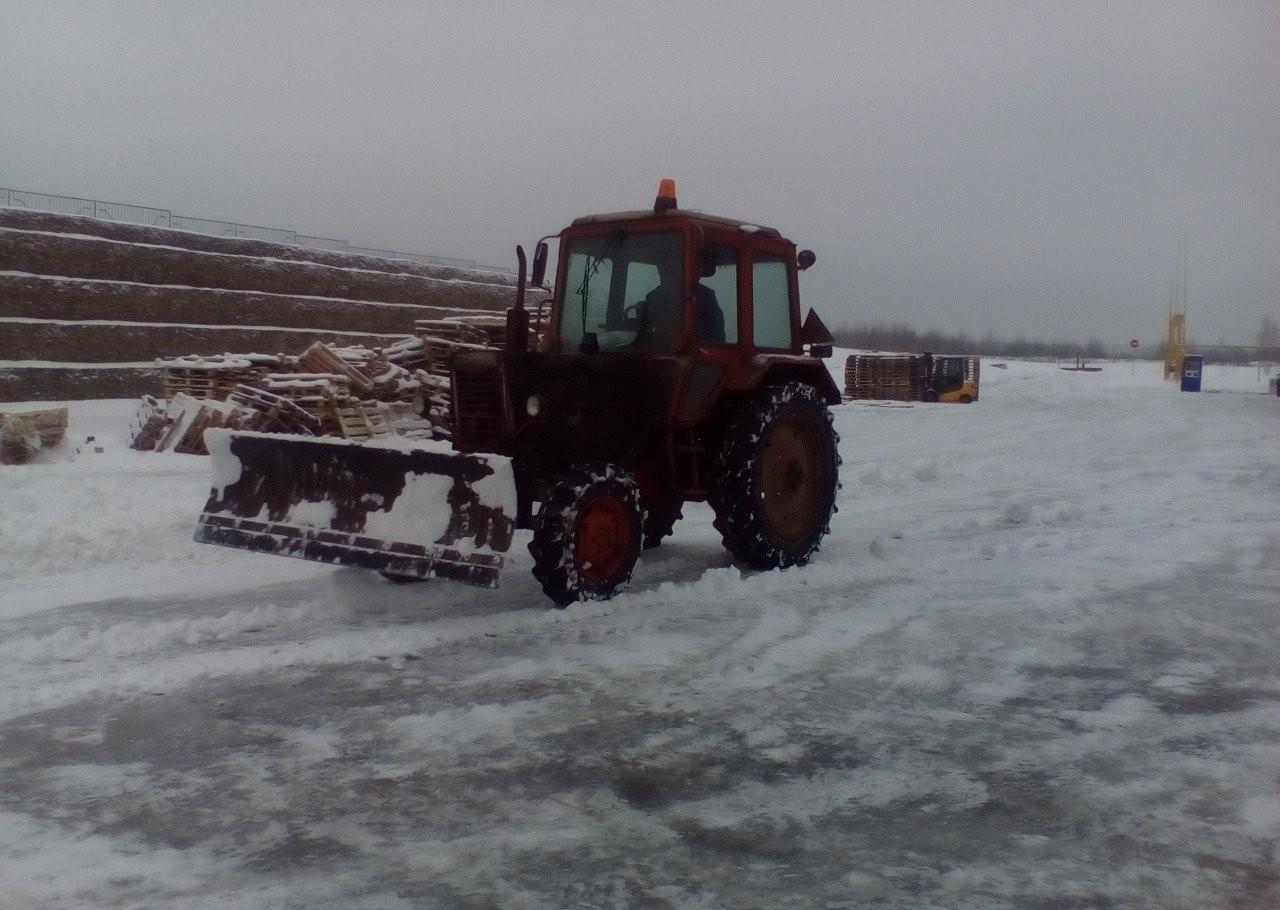 Трактор мтз 82 отвал и щетка аренда чистка снега - Смоленск
